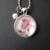 Halsband med gammaldags ros, 200 kr