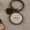 """Nyckelring med text """"älskad"""", med valfritt hänge. 90 kr"""