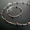 Halsband och armband av silvertråd