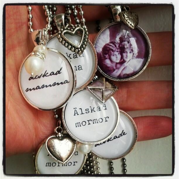 Många nya smycken till Sockerklaras butik senare idag!